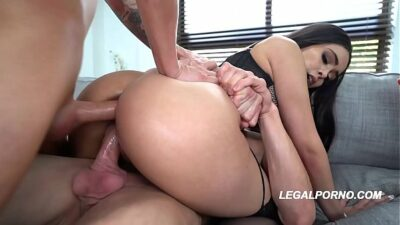 Big butt slut Aaliyah Hadid gets her ass & pussy crammed by two big dicks