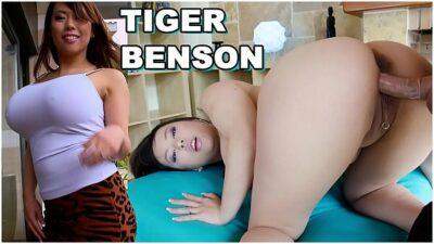 CULIONEROS – Asian Pornstar With Big Tits and Big Ass (Tigerr Benson) Does Anal