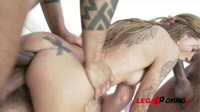 Silvia Dellai first time in studio: 3on1 anal & DP SZ1005