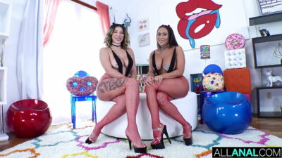 ALL ANAL Big booty fun with Valentina and Carmela